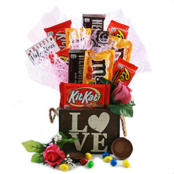 Love Struck Valentines Gift Baskets