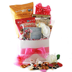 Love to Snack Valentines Day Gift Basket